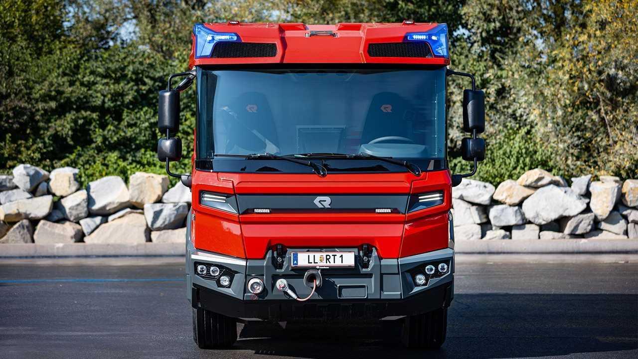 """Rosenbauer's electric fire truck """"Revolutionary Technology"""" (RT)"""