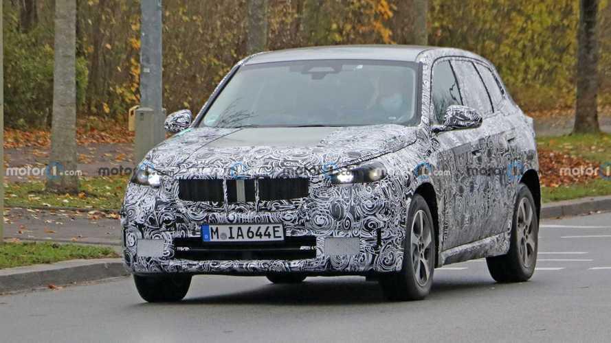 BMW iX1: foto spia