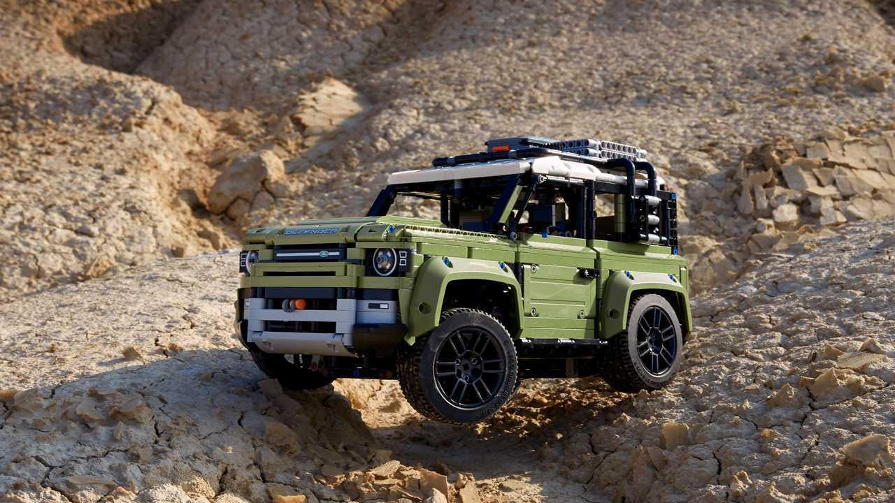 Land Rover Defender - 2.573 piezas