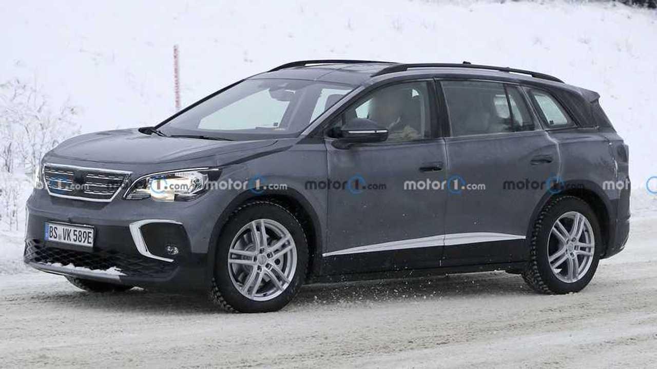 Fotos espía Volkswagen ID.6 (carrocería Peugeot 5008)