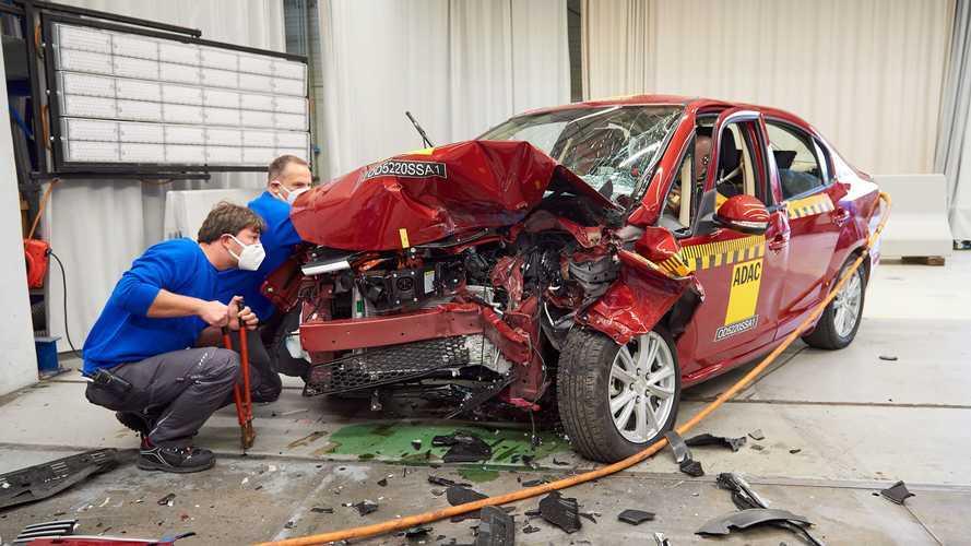 VIDÉO - Le crash-test inquiétant d'une voiture électrique chinoise