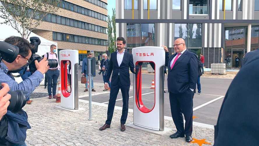 Rivoluzione Tesla: ora i Supercharger sbarcano in città