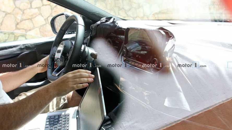 Nuova Nissan Qashqai, per la prima volta le foto spia degli interni