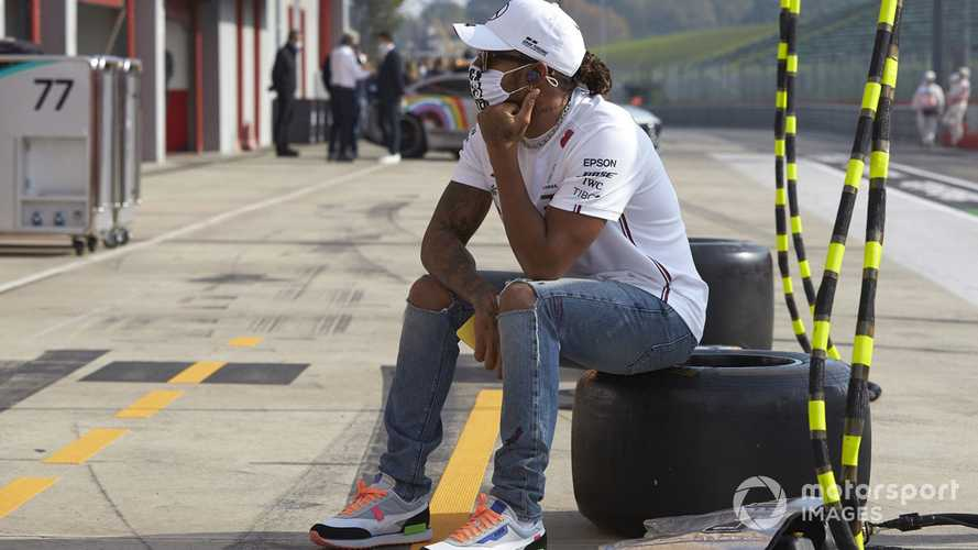 Hamilton opens up on new Mercedes contract delay