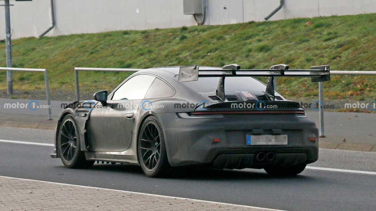 Porsche erprobt den neuen 911 GT3 RS mit einem riesigen Heckspoiler