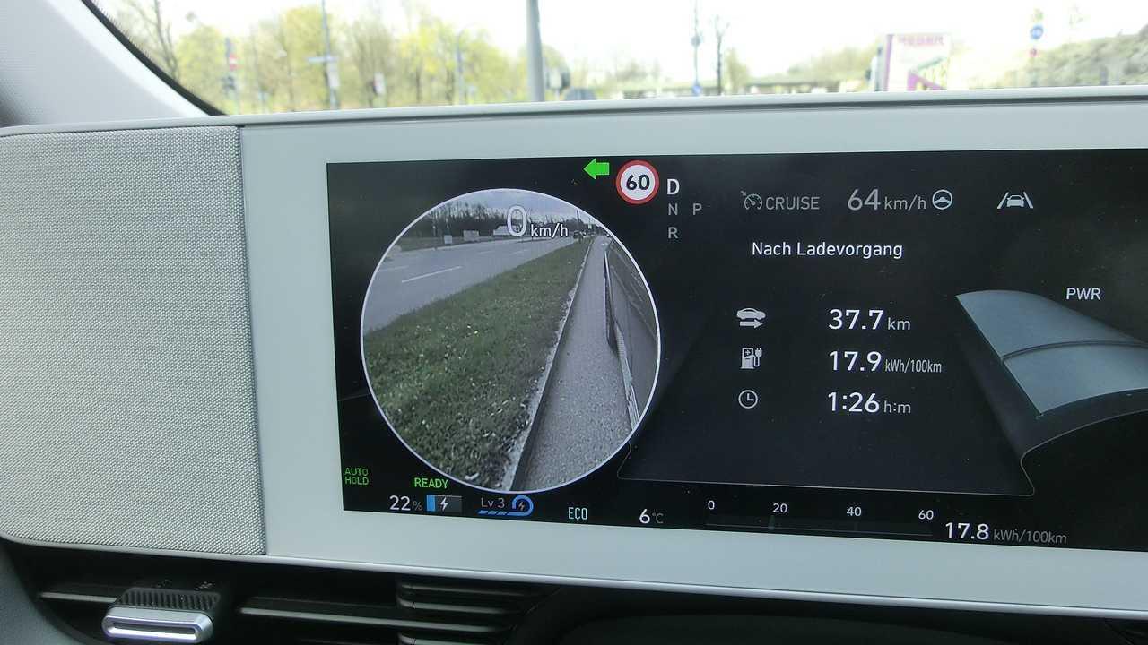Hyundai Ioniq 5: Rückspiegelfunktion im Display bei aktiviertem Blinker