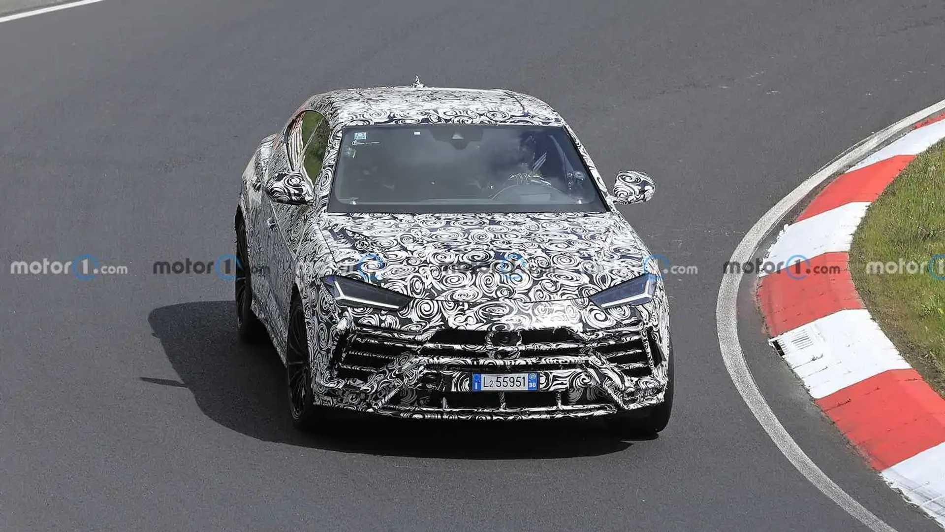 Lamborghini Urus Evo new spy photo