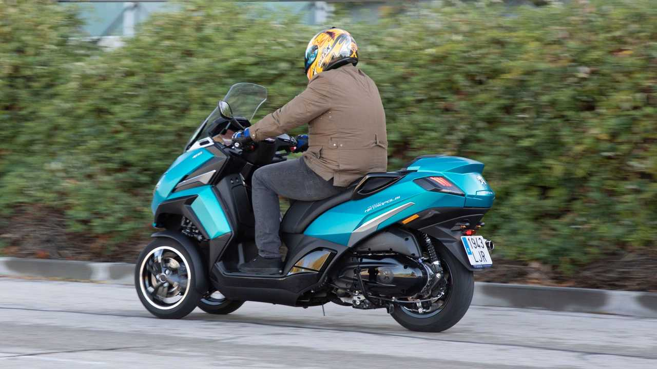 Peugeot Metropolis 400 2021, prueba scooter tres ruedas