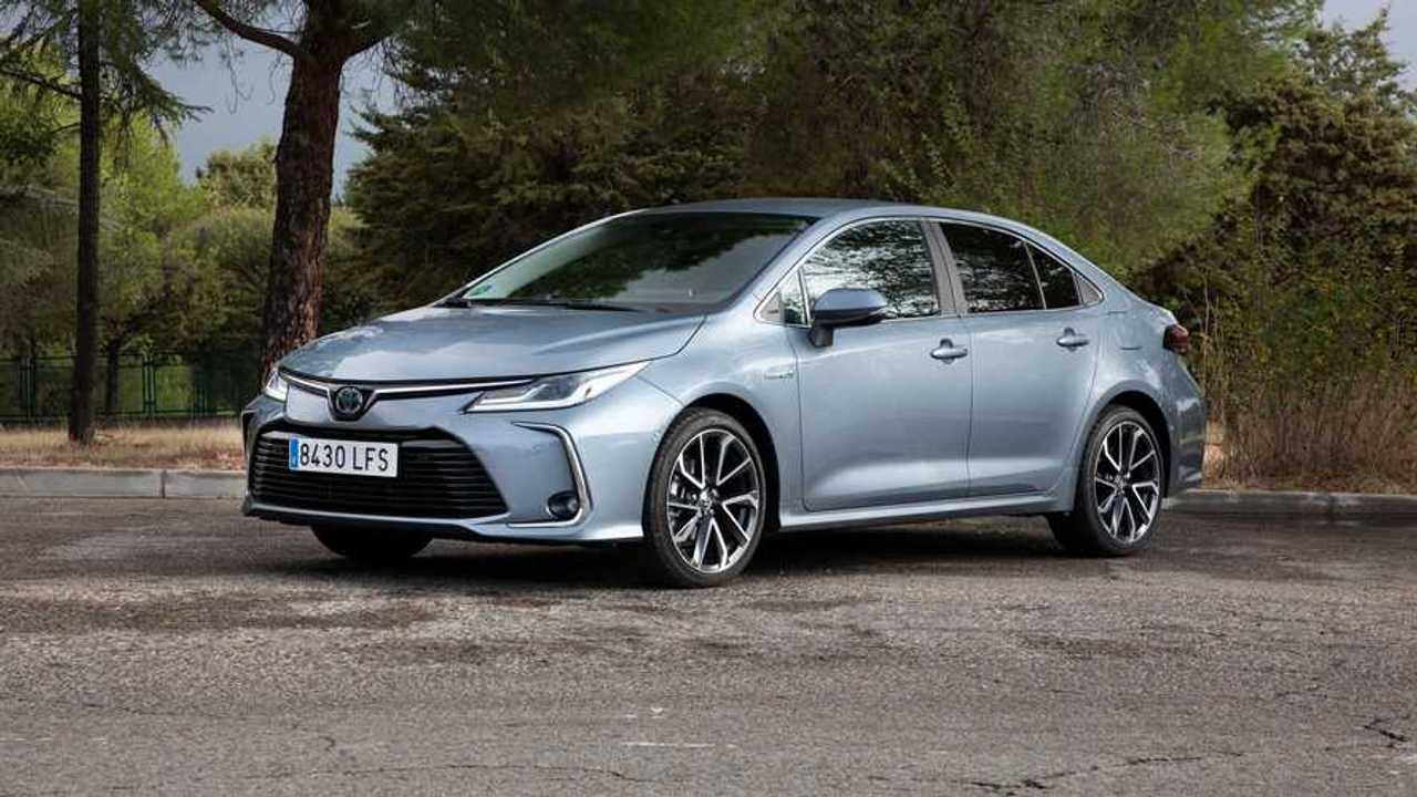 Prueba Toyota Corolla Sedan 125H Advance