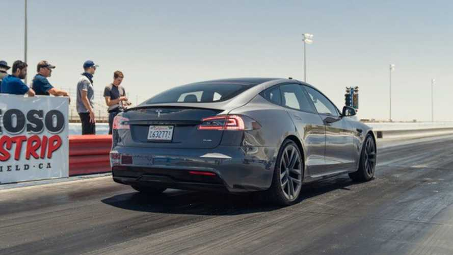 Watch Tesla Model S Plaid blow away Challenger while sandbagging