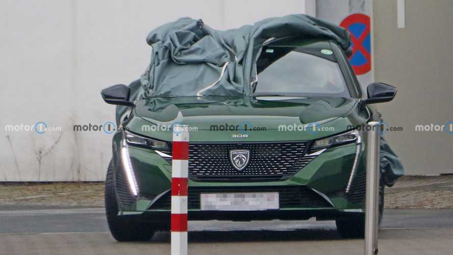 2022 Peugeot 308 revealing spy photos