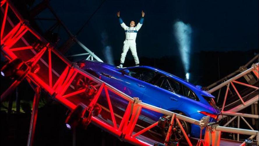Salone di Francoforte, per la Jaguar F-Pace è record