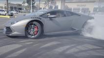 Lamborghini Huracan bayi önünde drift yapıyor