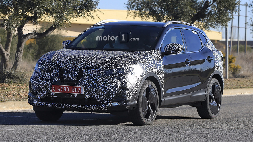 2018 Nissan Qashqai facelift spy photos
