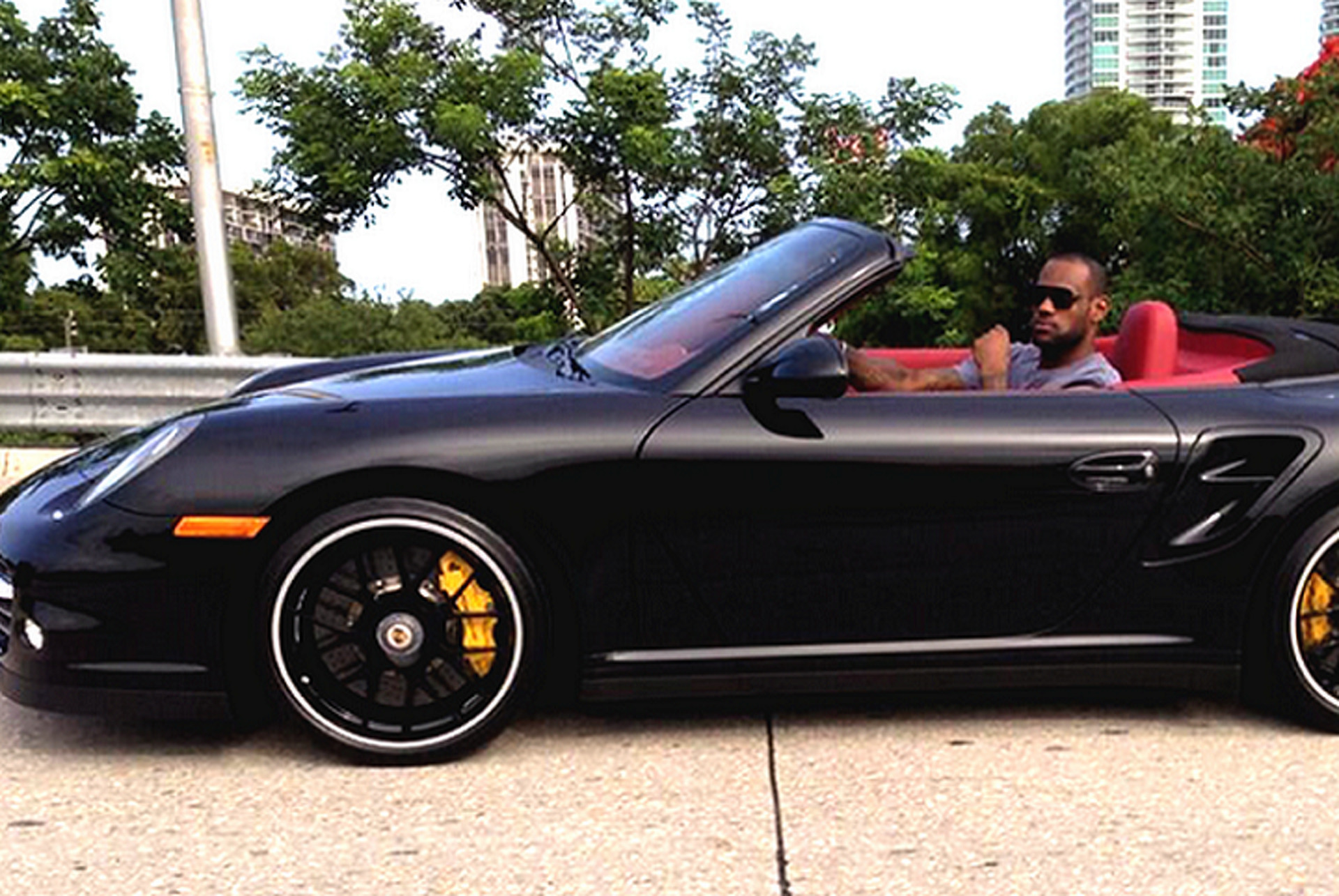 Picture of his Porsche 911   car