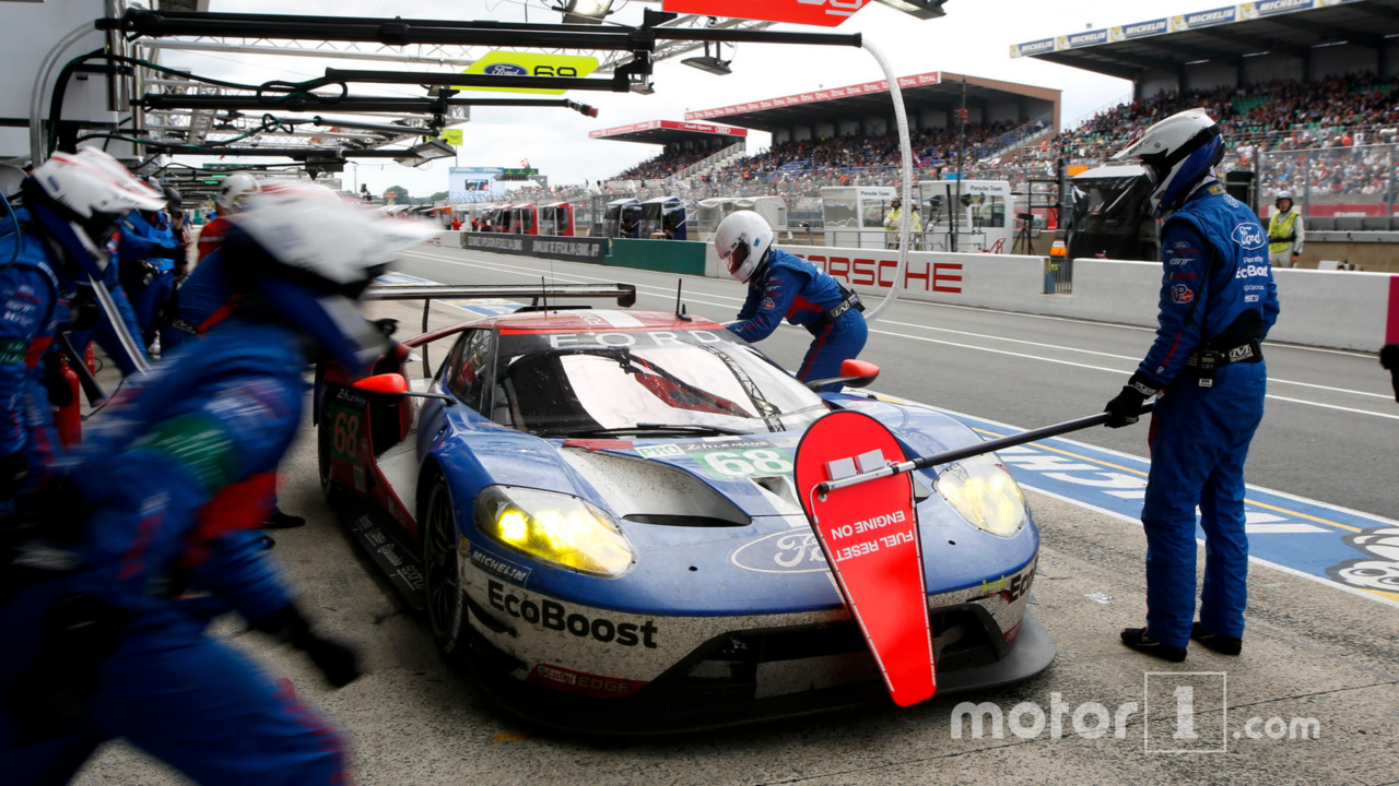 Pit Stop  Ford Chip Ganassi Racing Ford Gt Joey Hand Dirk Muller