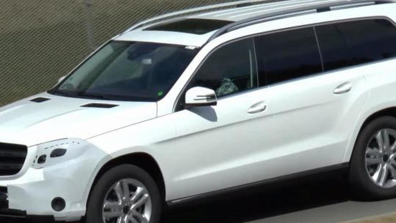 2016 Mercedes-Benz GLS screenshot from spy video