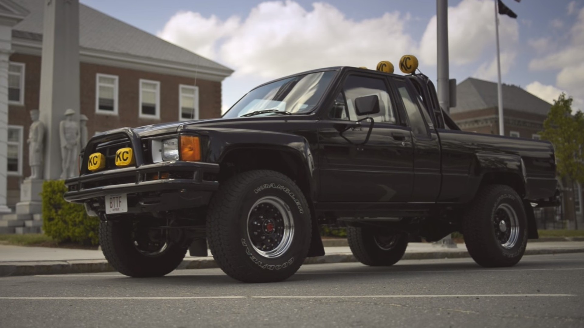 Marty Mcfly Truck >> Marty Mcfly S Truck Looks Like It Traveled Back To The Future