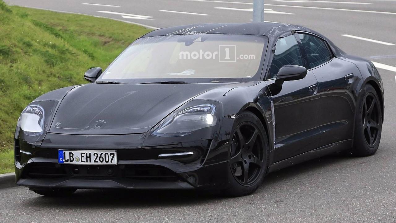 [Copertina] - Porsche Mission E, la berlina elettrica scende in strada