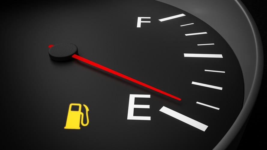Auto diesel e benzina, dal 2040 vietata la vendita in UK e Francia