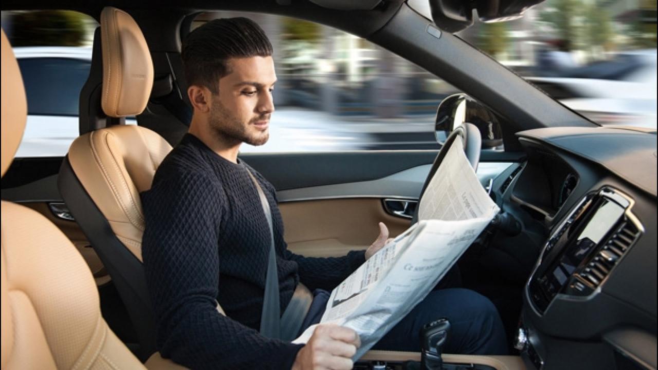 [Copertina] - Auto a guida autonoma: le assicurazioni (non) ci perdono