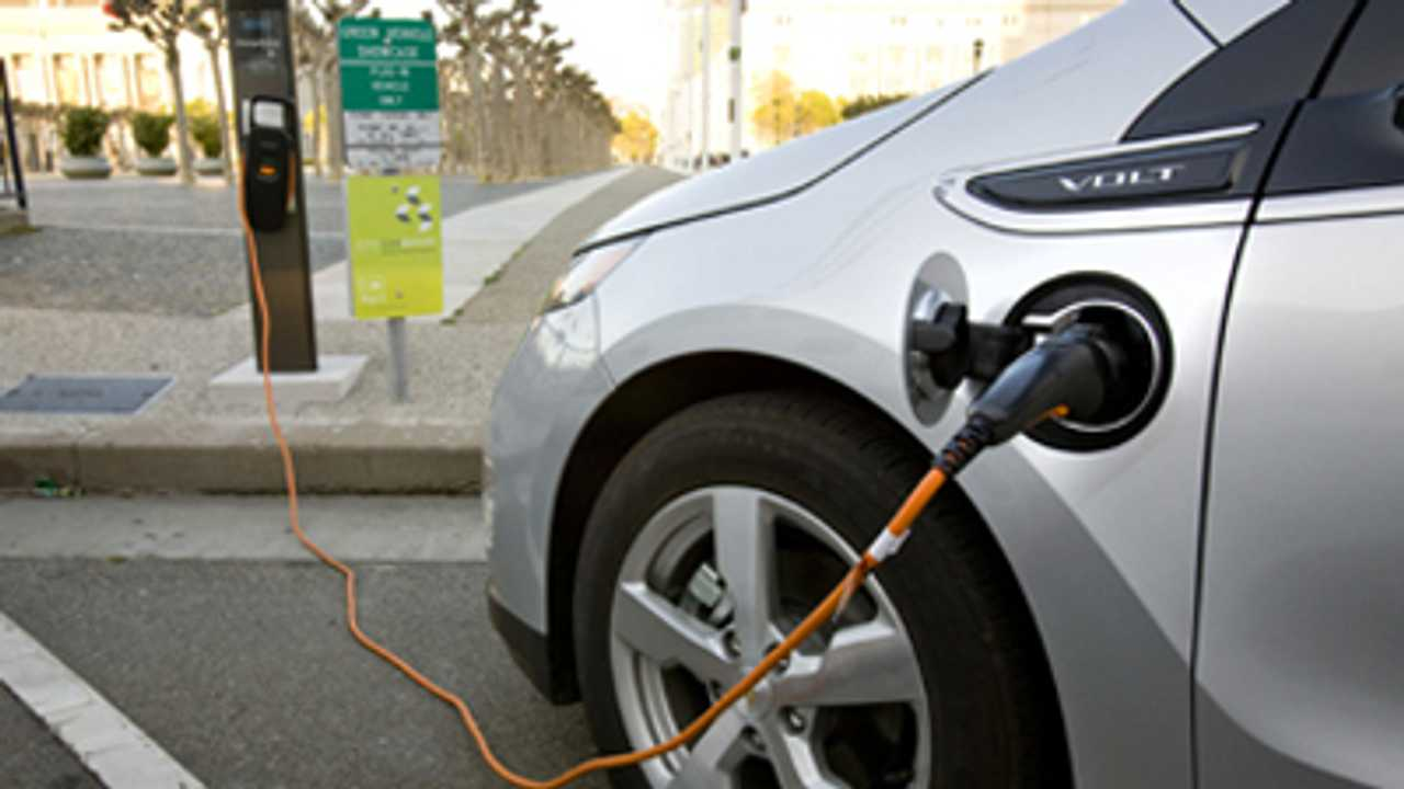 Chevy Volt Silences Gas Pumps For 8 Hours in California Where 20,000-Plus Volts Have Been Sold