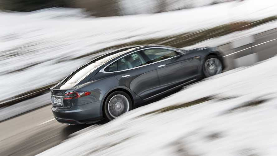 Tesla Model S Tire Blowout Causes Media Frenzy