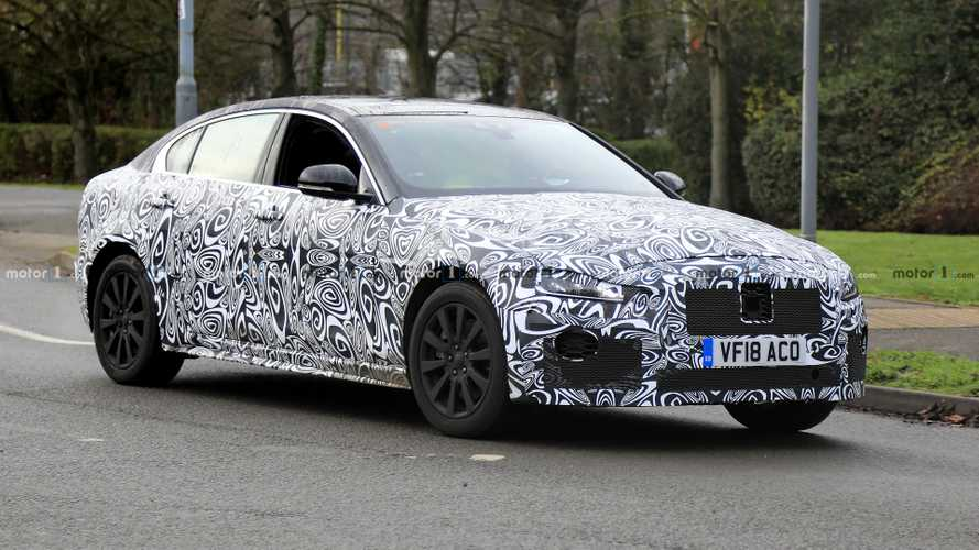 Balade pluvieuse pour la Jaguar XE restylée