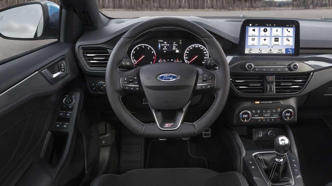 Ford Focus ST vs Ford Focus Titanium