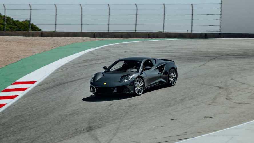 La Lotus Emira guidata a Laguna Seca da Jenson Button