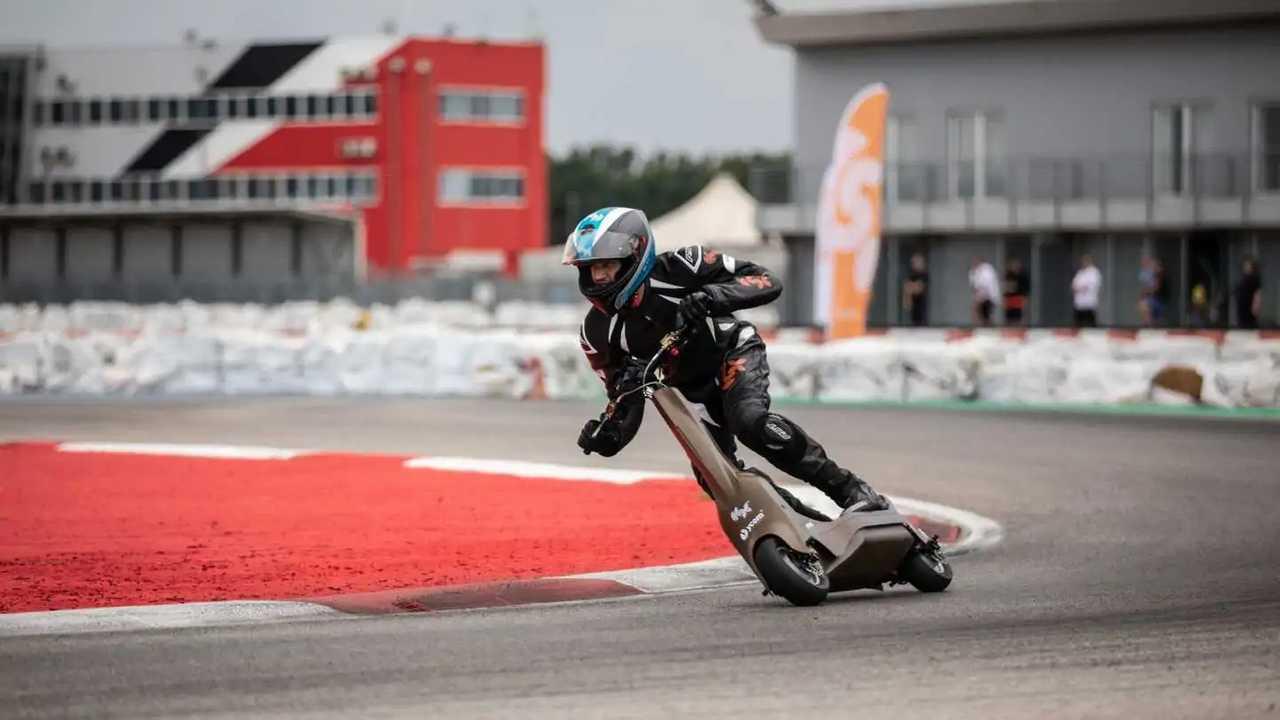 Il monopattino elettrico da corsa YCOM S1-X