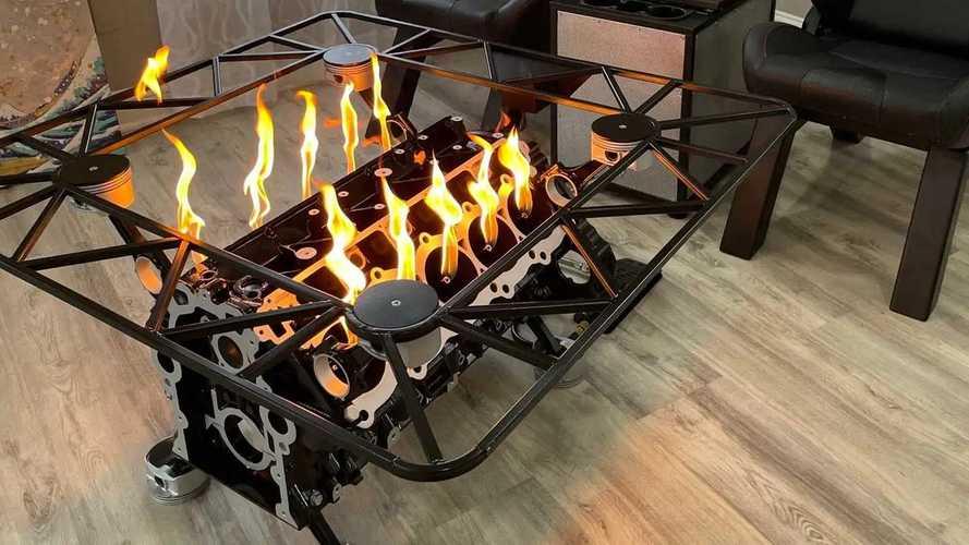 Умелец сделал огнедышащий стол из движка суперкара Dodge Viper