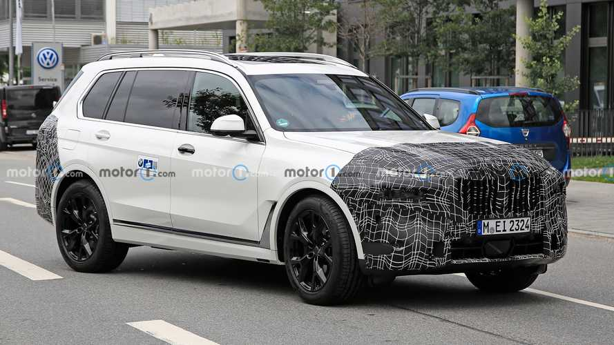 BMW X7 Facelift Shows Its Split Headlights Design In New Spy Photos