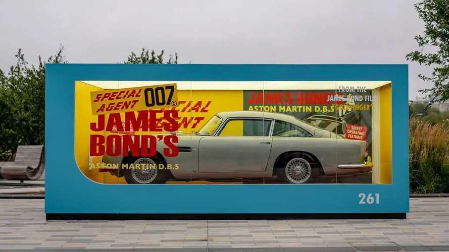 Promo Film, Aston Martin DB5 Dipajang di Kotak Die Cast Raksasa