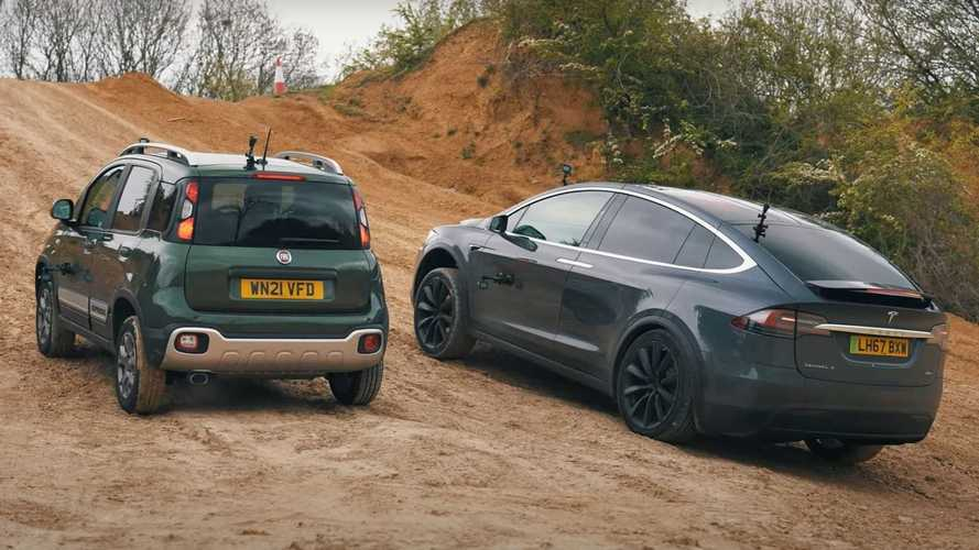 Off-Road savaşında Tesla Model X, Fiat Panda Cross'a karşı!