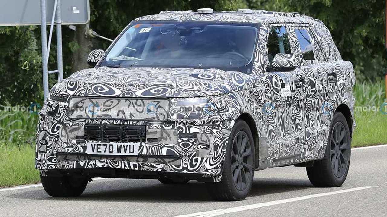 Yeni nesil Land Rover Range Rover Sport'a ait bir prototip.