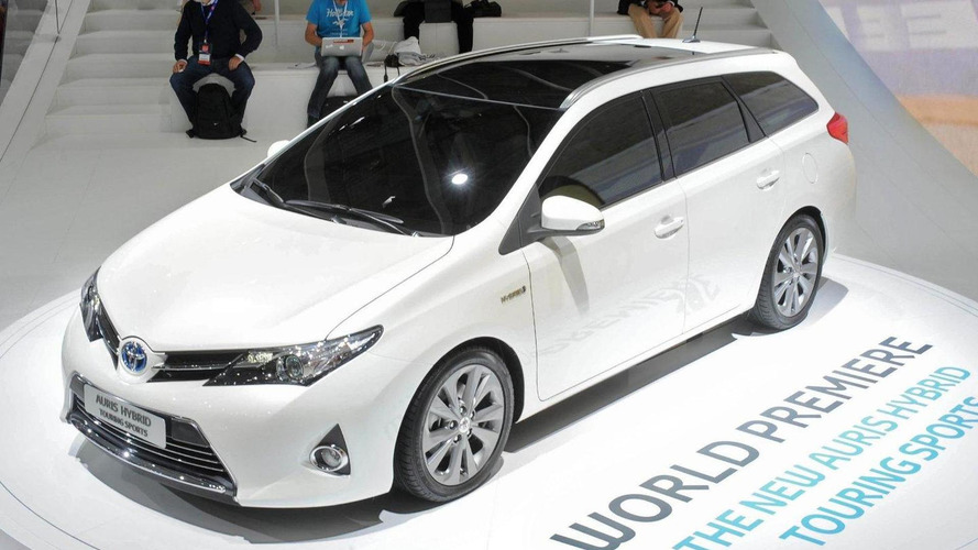 Toyota Auris Touring Sports arrives on Paris scene