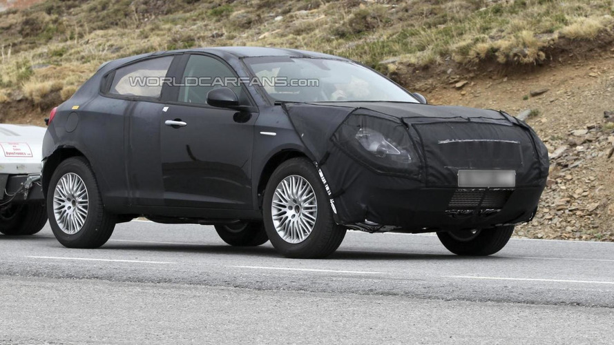 Alfa Romeo CXover SUV spied disguised as a Giulietta