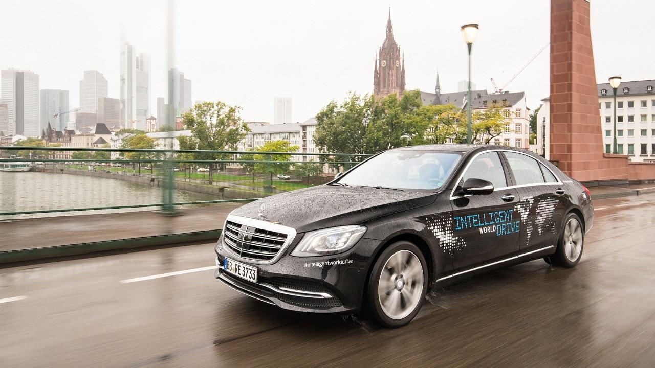 [Copertina] - Mercedes, tour di 5 continenti per la guida autonoma globale