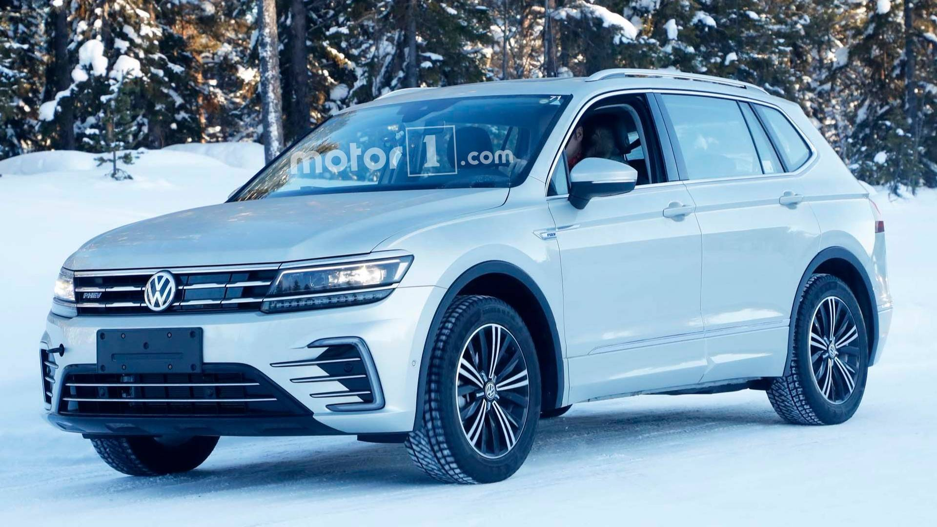 Vw Tiguan Plug In Hybrid Spied Without Any Camo Whatsoever