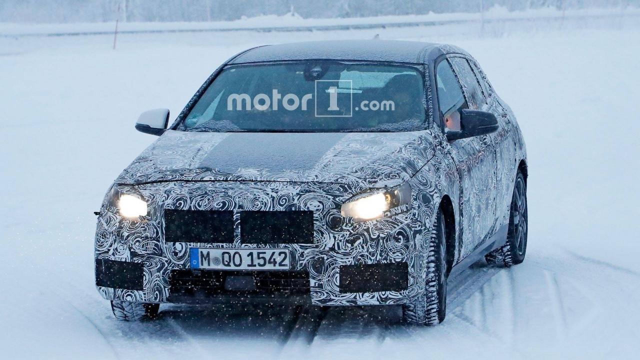 [Copertina] - Nuova BMW Serie 1, le foto spia sulla neve