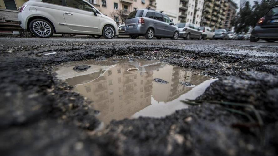 Come ottenere i rimborsi per i danni da buca su strada