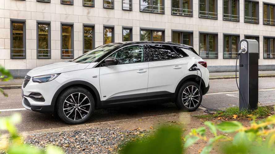 Opel Grandland X Hybrid önden çekişli de alınabilecek