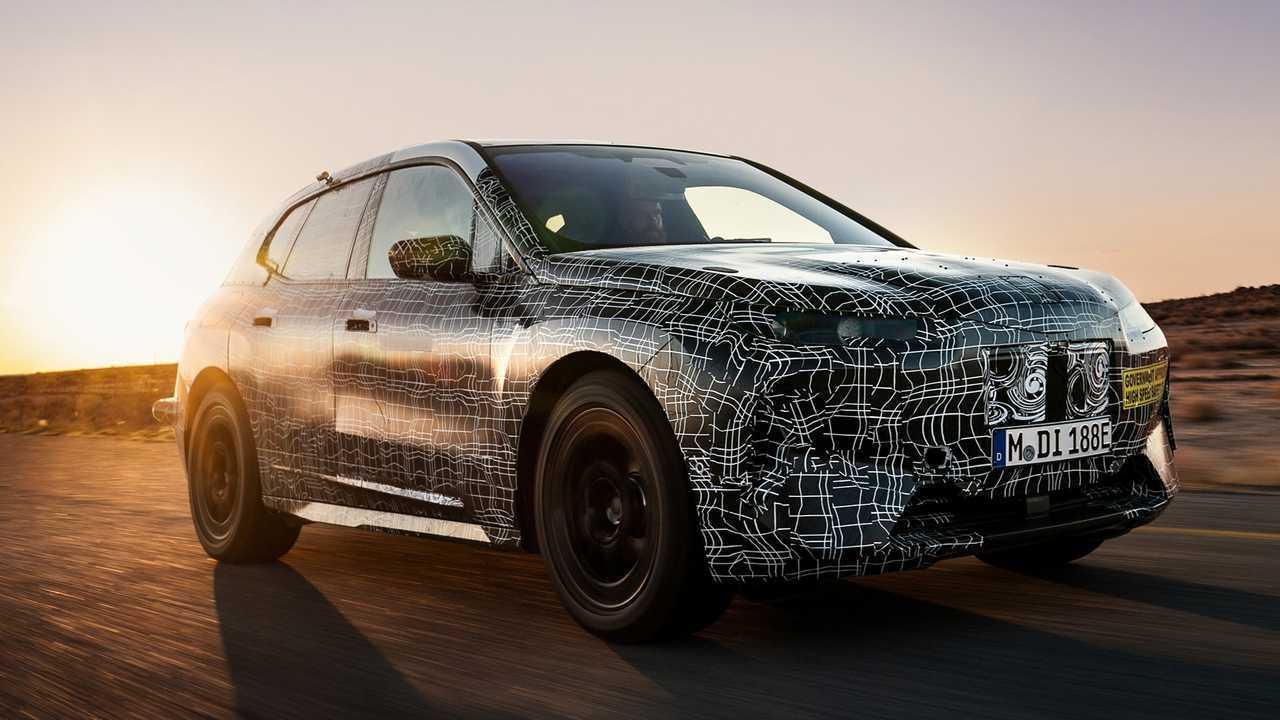 BMW iNext burlado con prototipo que realiza pruebas de clima cálido 36