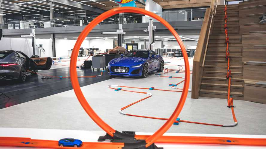 Jaguar F-Type, il video debutto con Hot Wheels