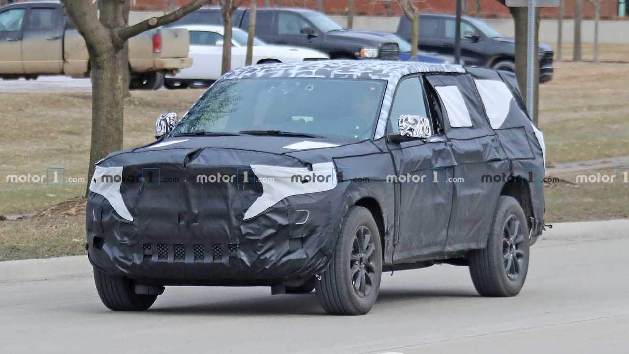 Jeep Grand Cherokee 7 koltuklu versiyon casus fotoğraf