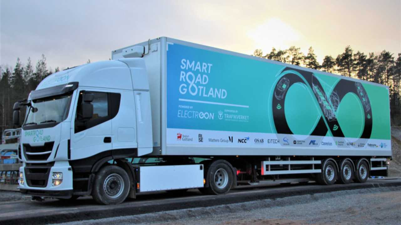 Smartroad Gotland fully electric 40-ton truck dynamic wireless charging (Source: Green Car Congress)
