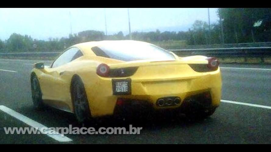 Nova Ferrari 458 Italia é flagrada rodando sem disfarces