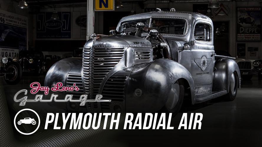 Jay Leno ve radyal motorlu Plymouth pick up'ın buluşması