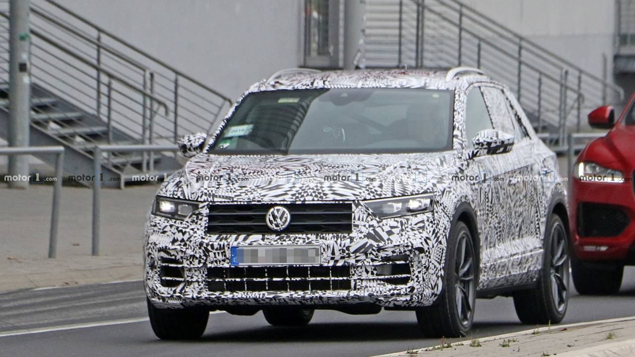 vw t roc r spied up close with quad exhaust roll cage. Black Bedroom Furniture Sets. Home Design Ideas